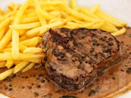 Телешки стек с пепър сос - снимка на рецептата